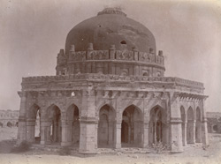 General view of Sikander Lodi's Tomb, Delhi. 1003905